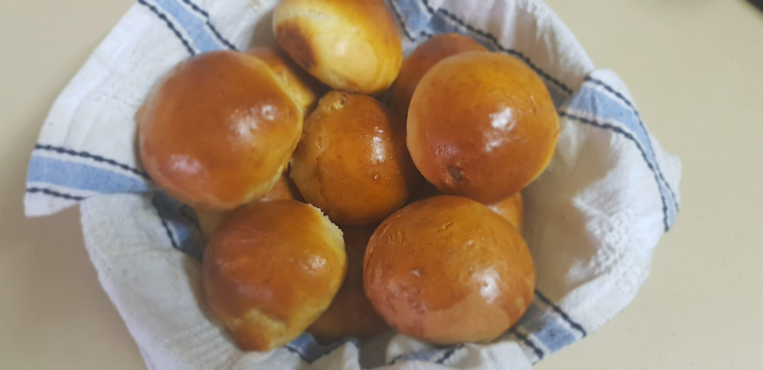 Les mini brioches au raisins ( recette allégée en sucre)