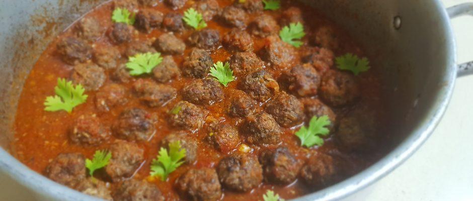 Boulettes à la sauce aux tomates sans concentré et allégée en huile