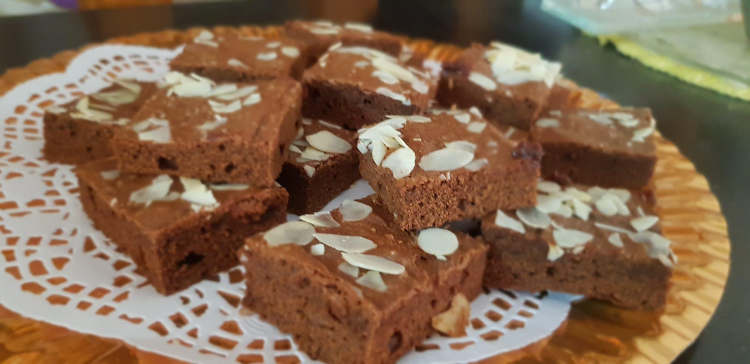 Incroyable gâteau au brownie au chocolat • 5 ingrédients, un seul bol!