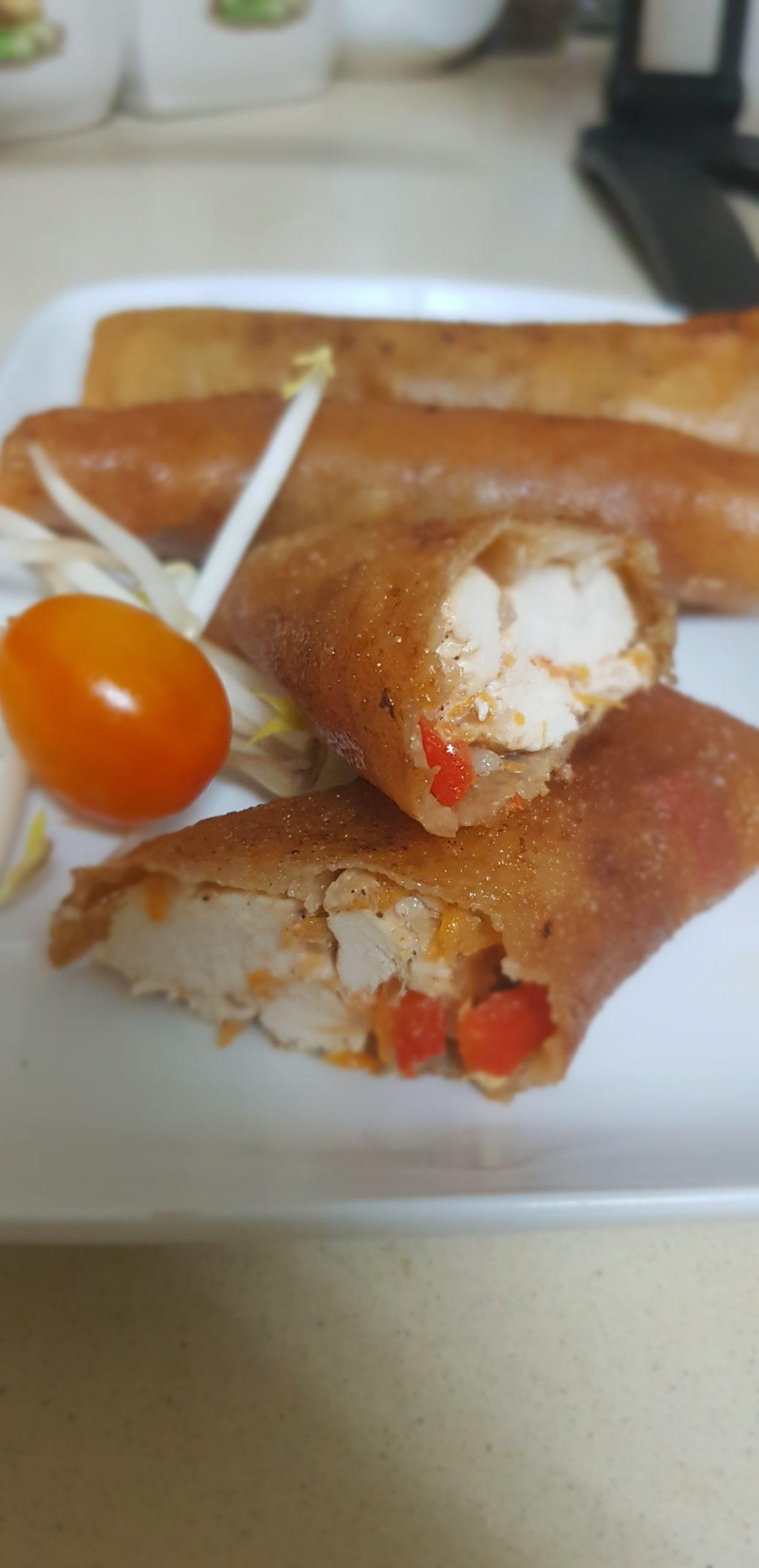 Feuilles de brick farcies au poulet et légumes