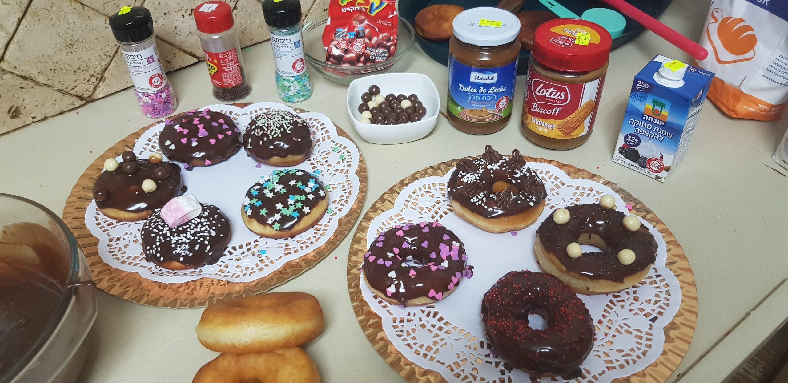 Les astuces pour décorer vos beignets de Hanouca avec vos enfants ( Donuts et Sofganiot)