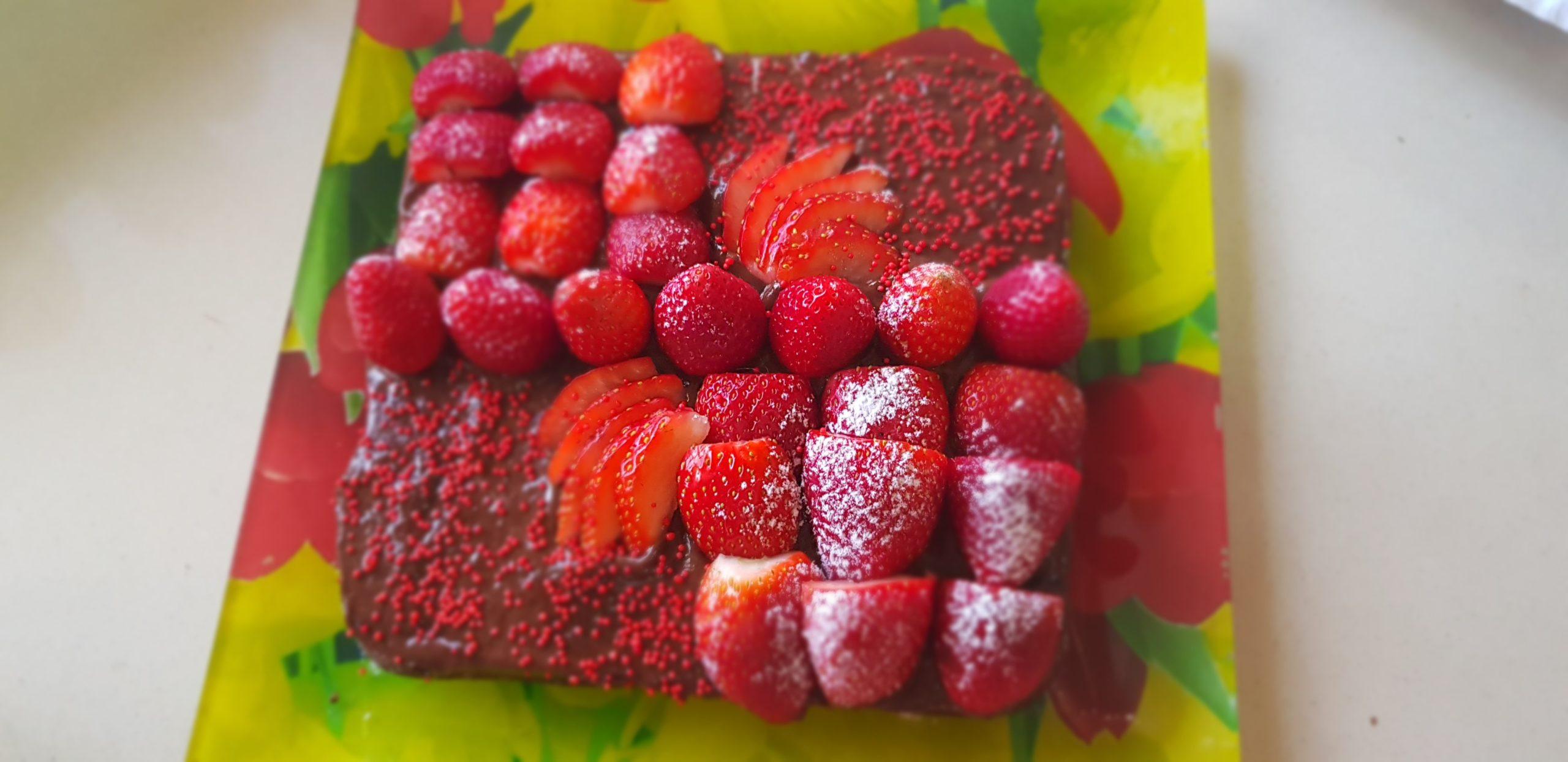 Gâteau au chocolat noir et fraises