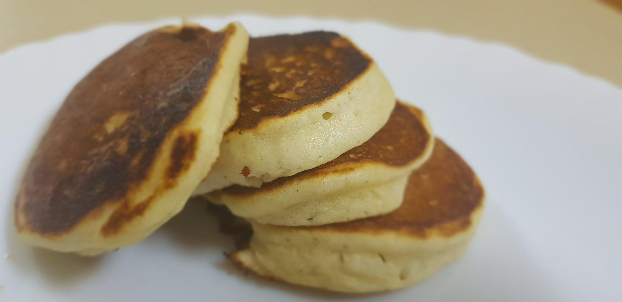 Les pancakes japonais épais et incroyablement moelleux