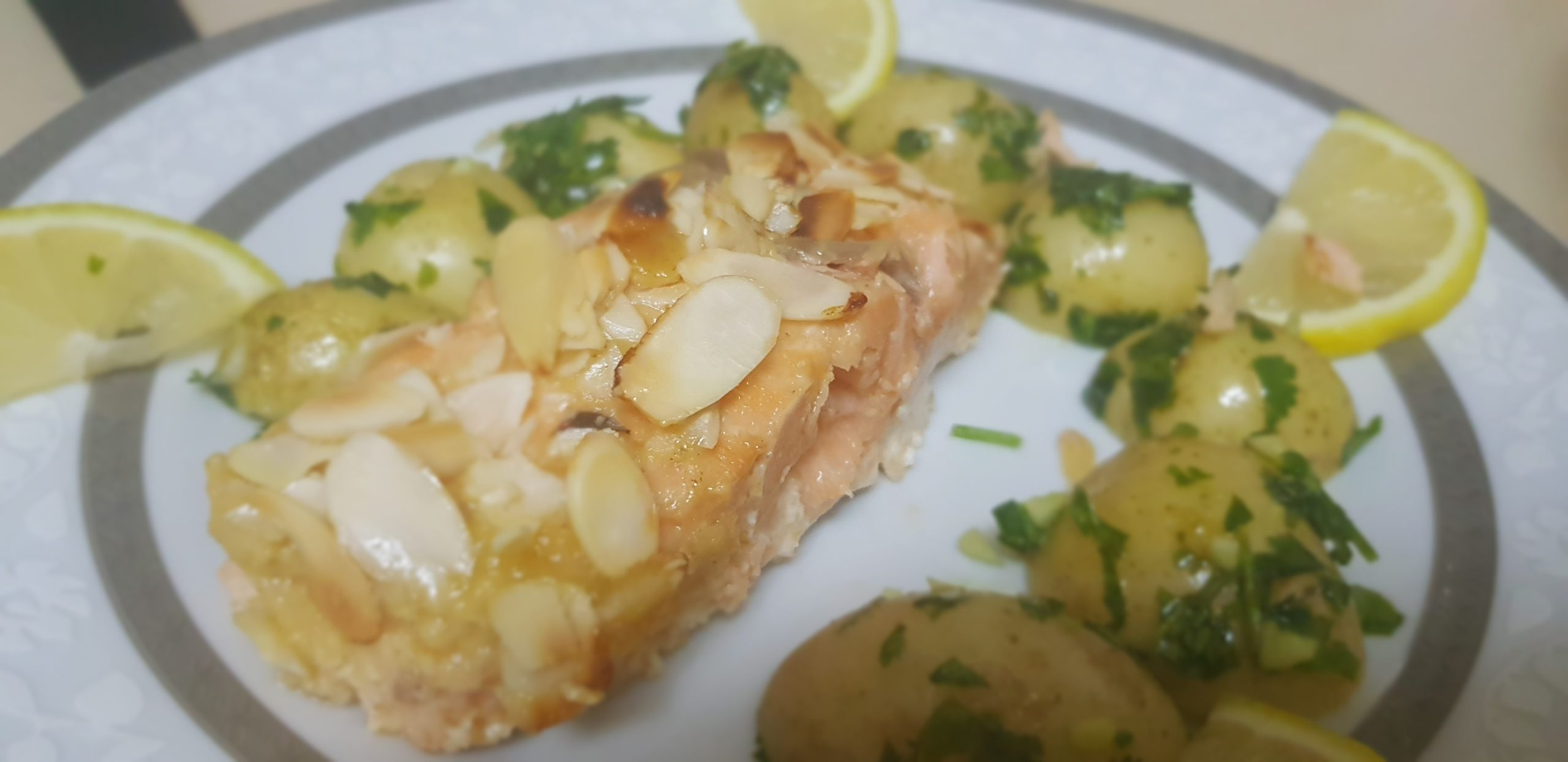 Filet de saumon enrobé d'amande, moutarde et miel